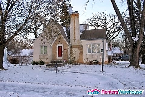 Well Maintained Mpls Tudor- Available Now!!!!