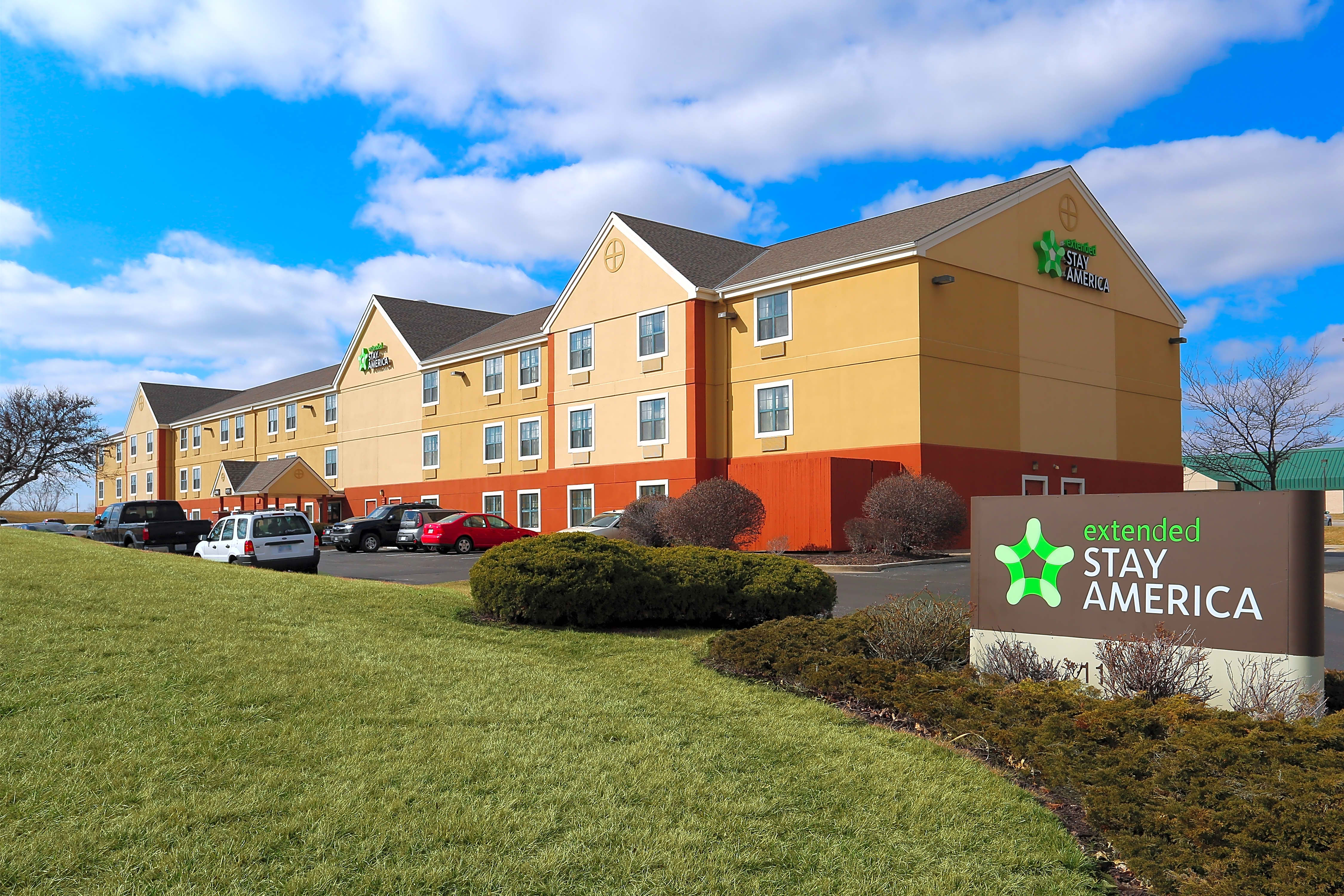 Apartments Near Platte City Furnished Studio - Kansas City - Airport for Platte City Students in Platte City, MO