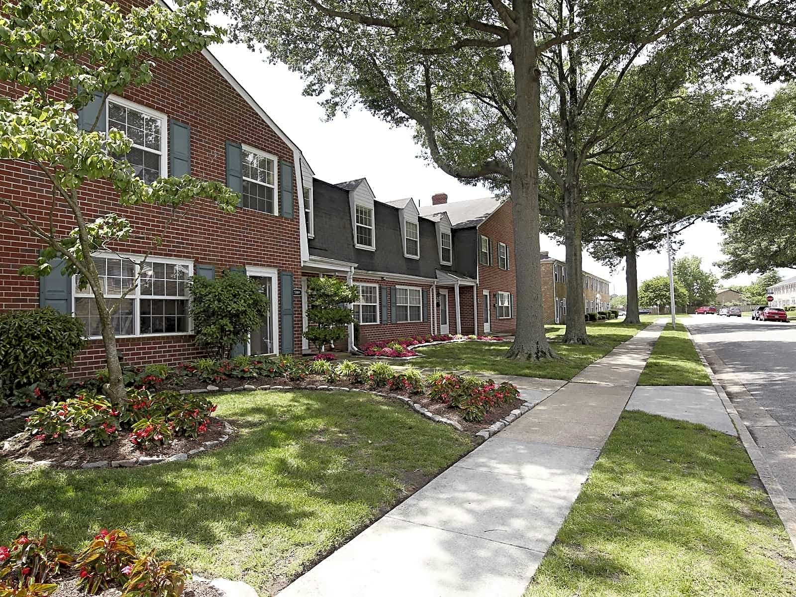 Crown Point Townhomes - Norfolk