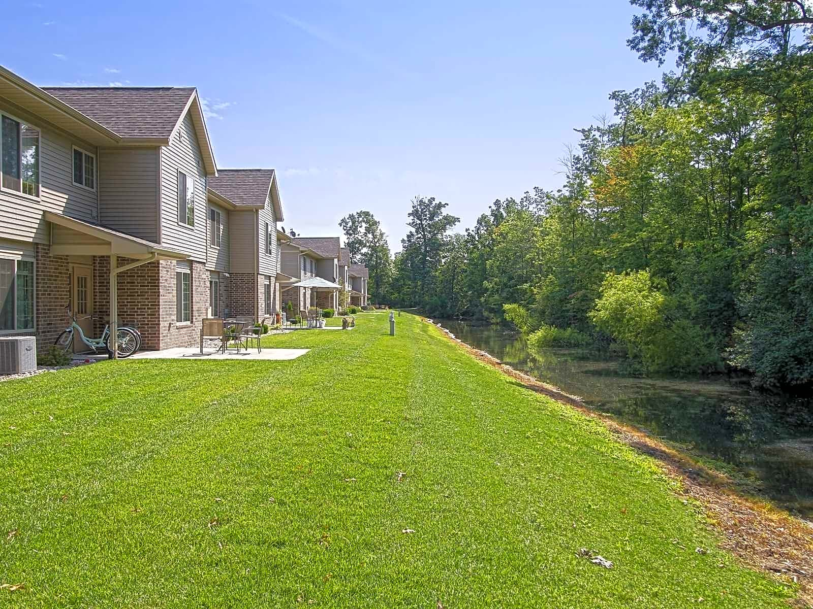 Apartments Near IU South Bend Whispering Pines for Indiana University South Bend Students in South Bend, IN