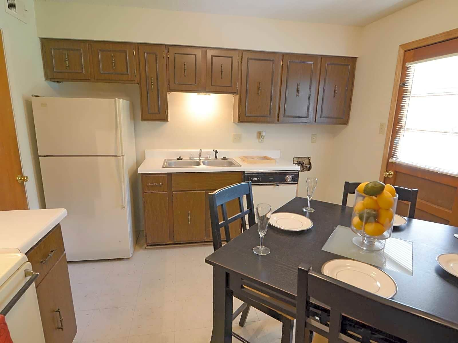 Colleges In Memphis Tn >> Country View I & II Apartments - Memphis, TN 38128