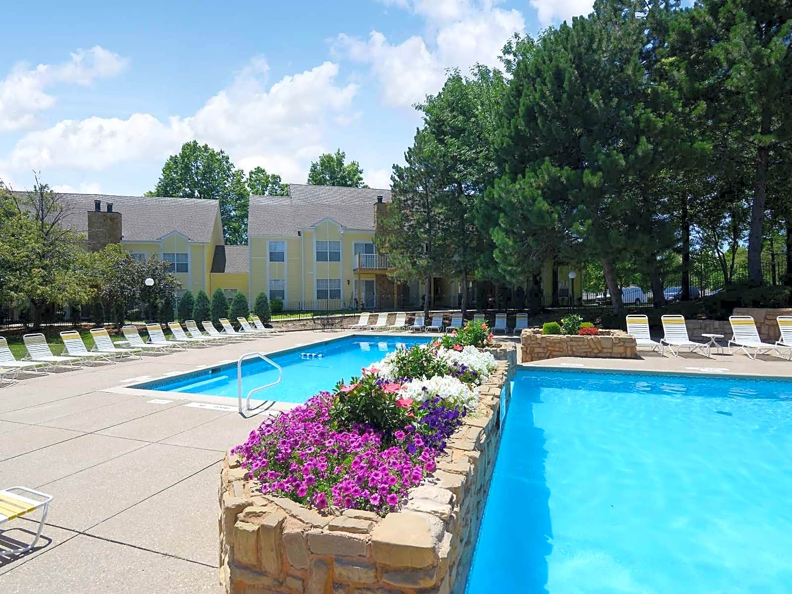 Apartments Near Saint Louis Christian College Country Club Place for Saint Louis Christian College Students in Florissant, MO