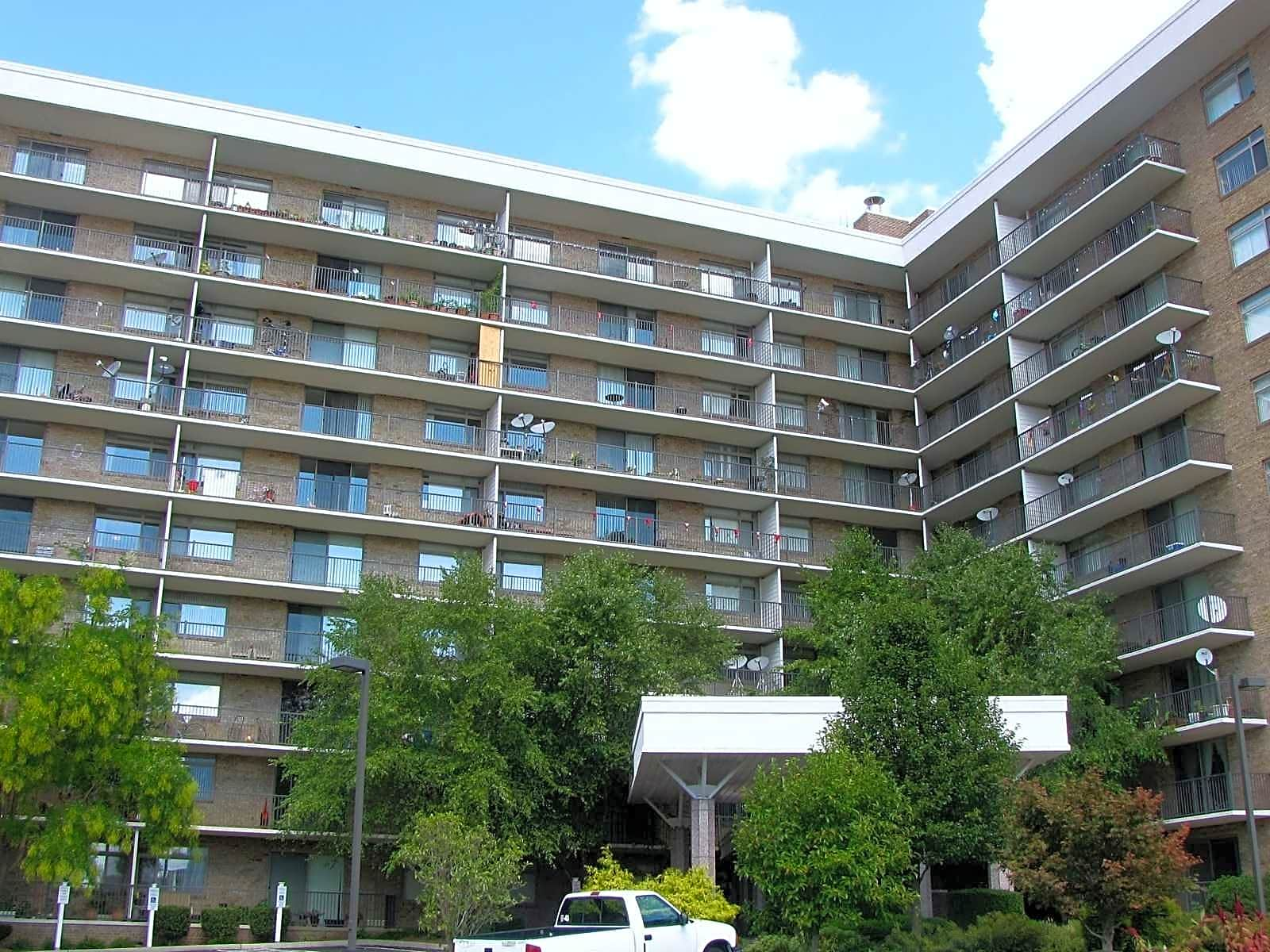 Wildwood towers apartments arlington va 22204 for Academie de cuisine bethesda md