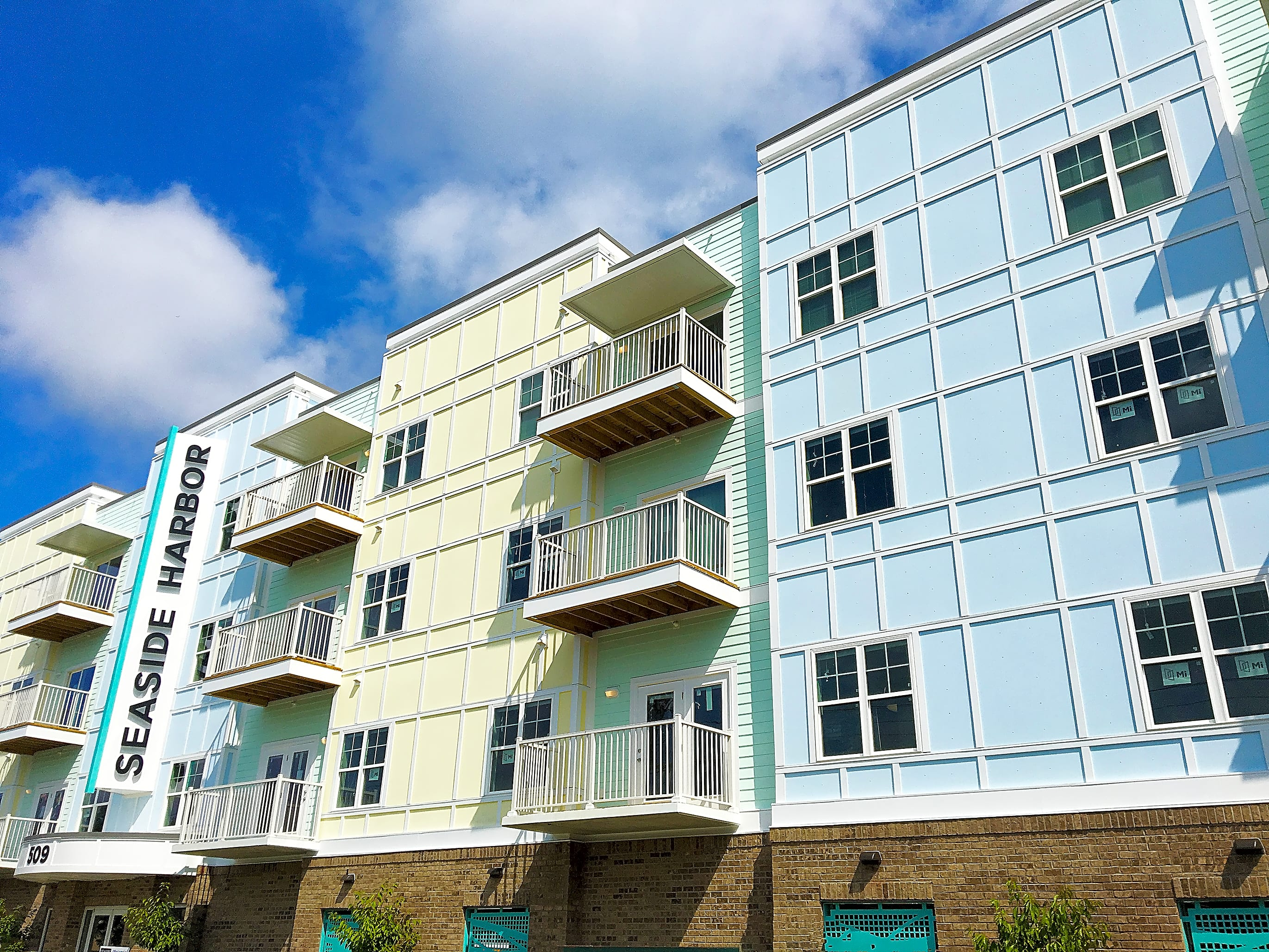Welcome Home to Beautiful Seaside Harbor Apartments!