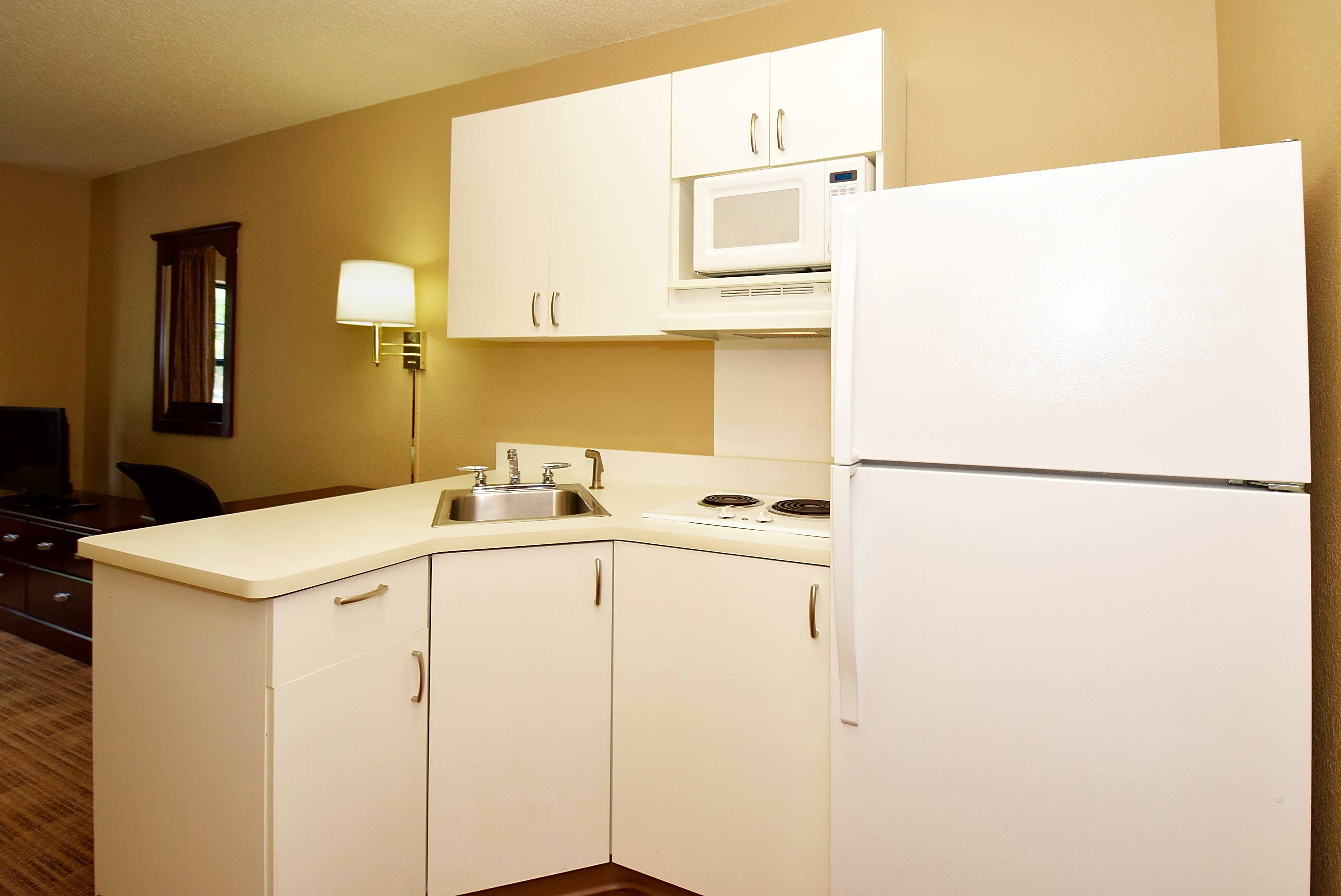 Housing Near UCSB Furnished Studio - Santa Barbara - Calle Real