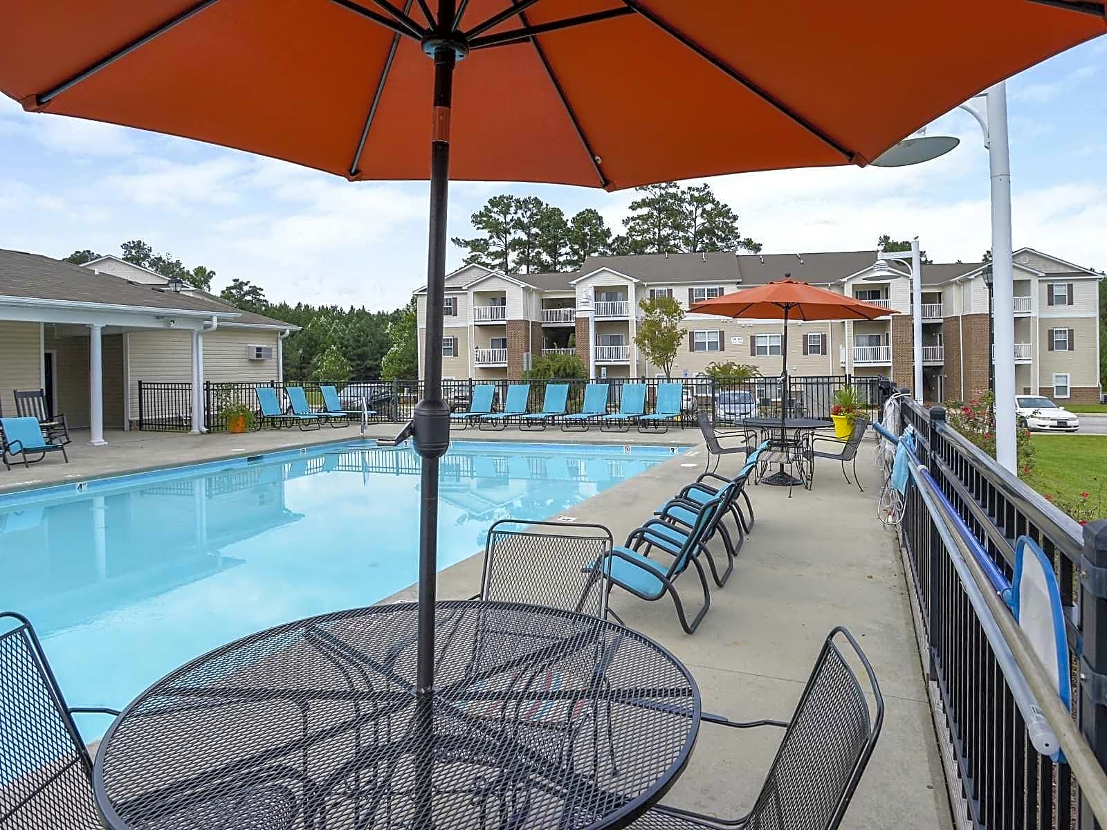 Apartments Near Fayetteville Autumn View for Fayetteville Students in Fayetteville, NC