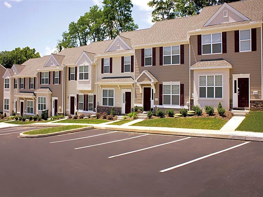 Apartments Near Penn St Harrisburg Emerald Pointe Townhomes for Pennsylvania State University Harrisburg Students in Middletown, PA