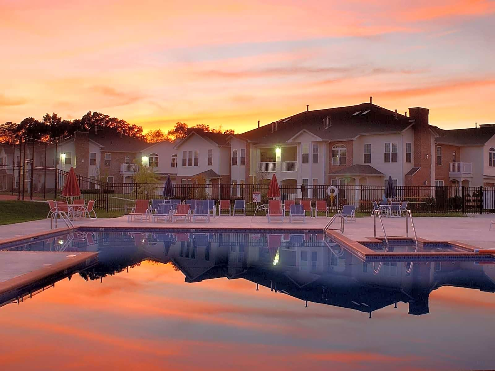1 Sunset over Pool