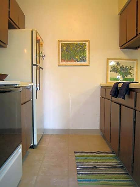Photo: Stockbridge Apartment for Rent - $533.00 / month; 2 Bd & 1 Ba