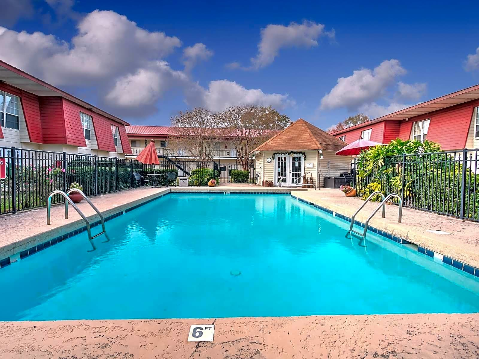 Apartments Near Day Spa Career College Chateau Tourraine for Day Spa Career College Students in Ocean Springs, MS