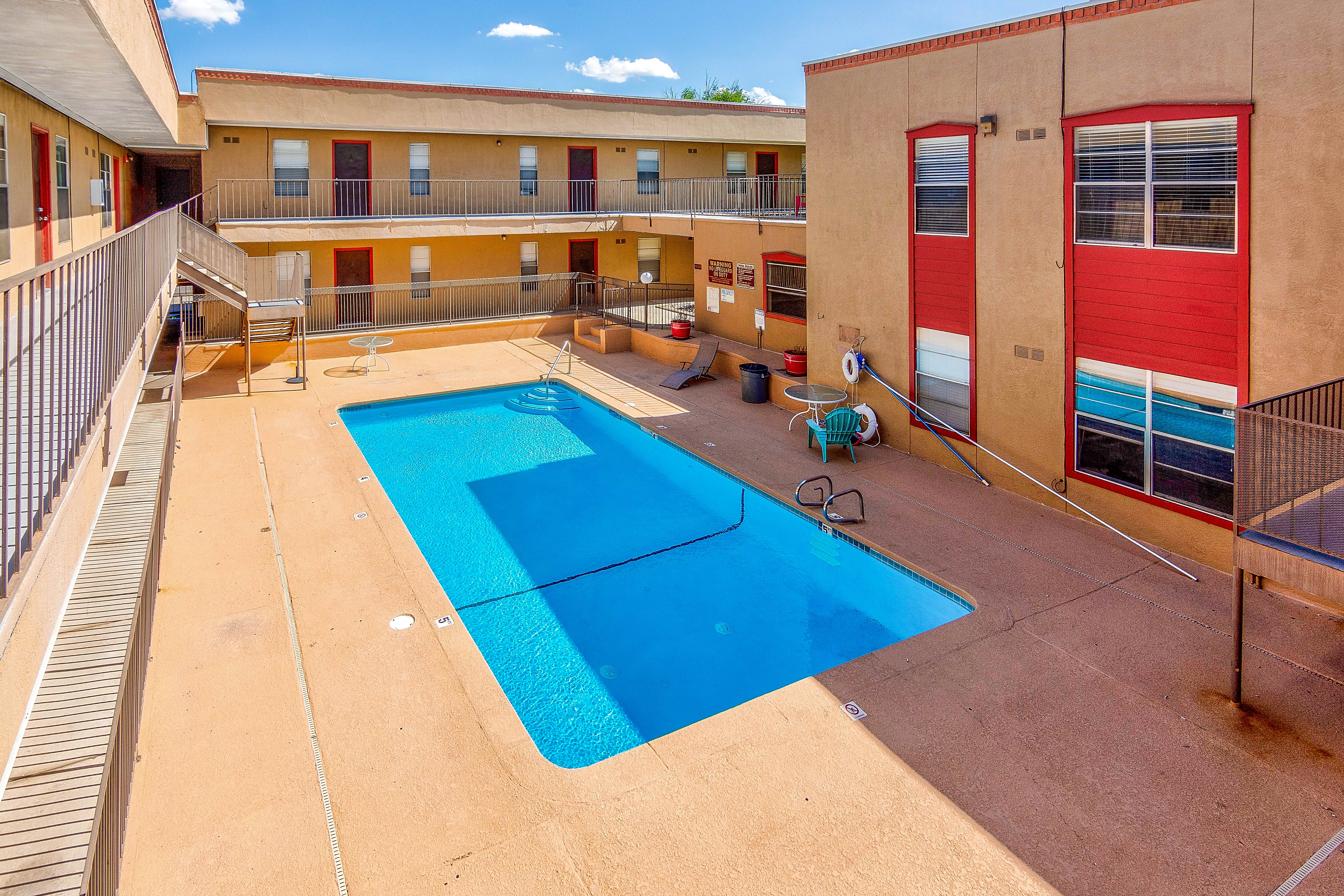 Apartments Near New Mexico The Cedars for University of New Mexico Students in Albuquerque, NM