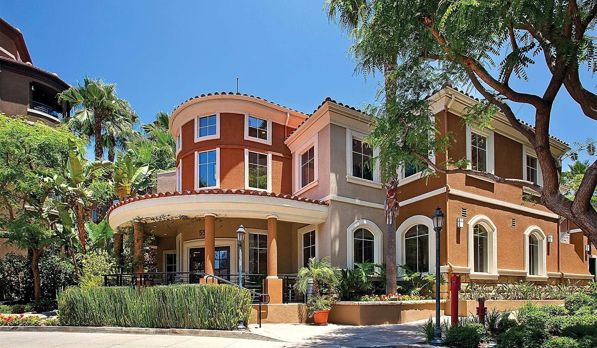 Our West Los Angeles community offers 1- and 2-bedroom apartment homes