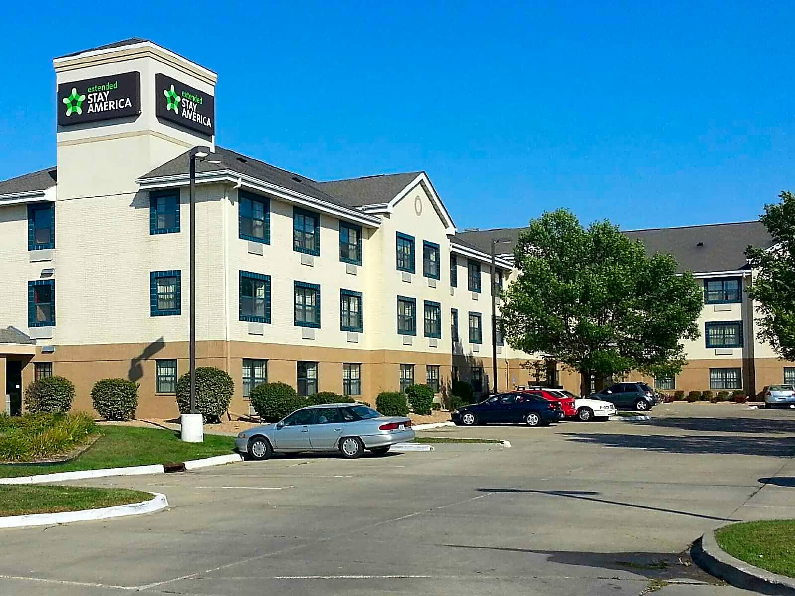 Apartments Near Kaplan University-Des Moines Campus Furnished Studio - Des Moines - Urbandale for Kaplan University-Des Moines Campus Students in Urbandale, IA