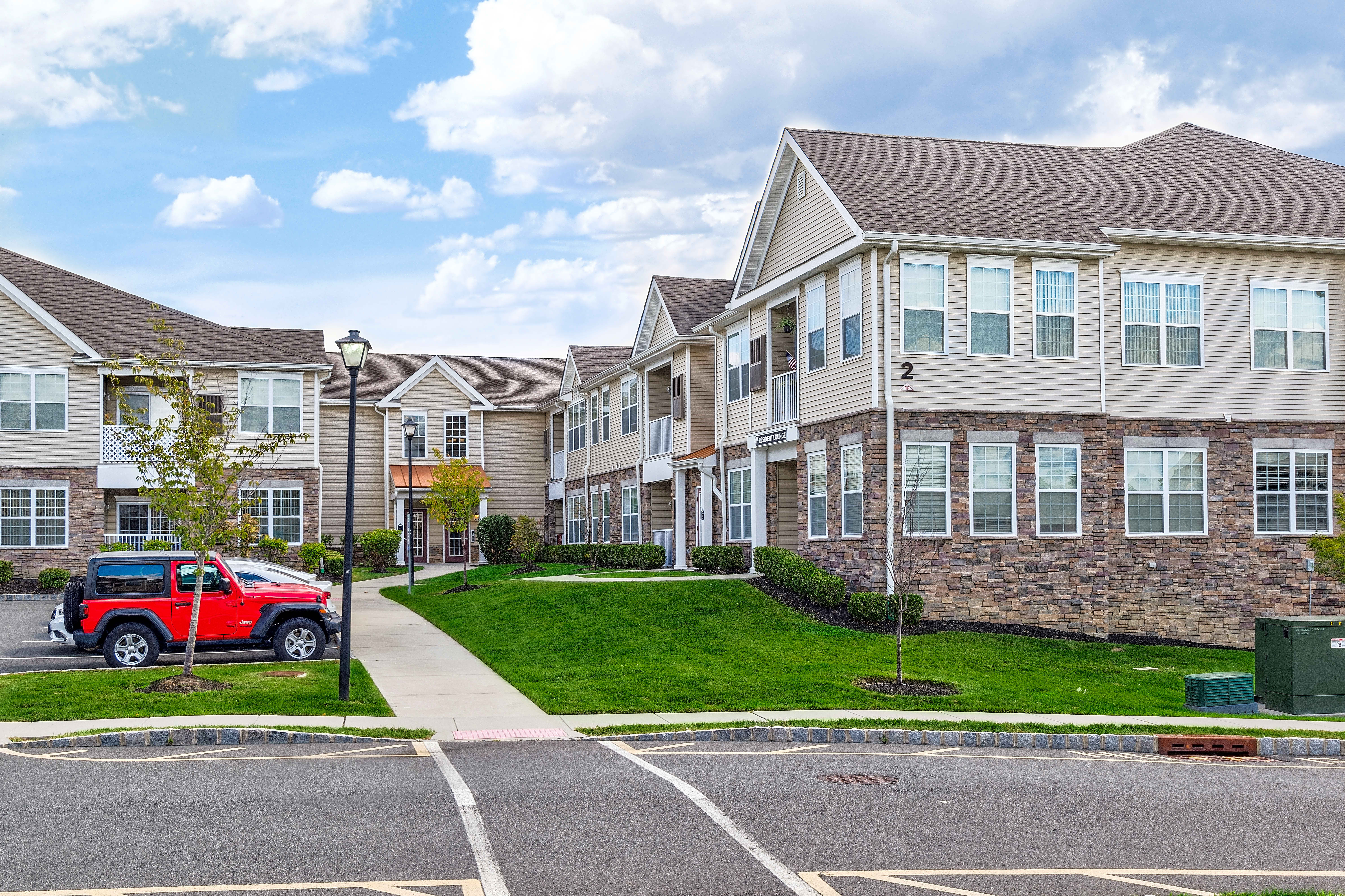 Apartments Near Rutgers Camelot at Townelake for Rutgers University Students in New Brunswick, NJ