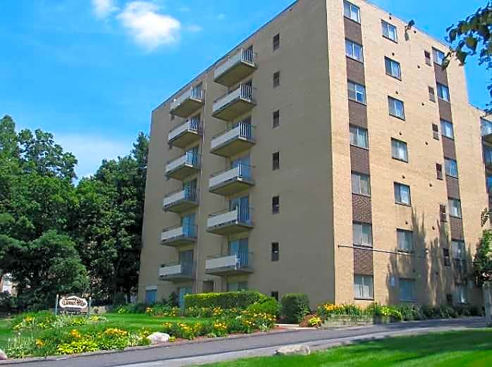 Apartments Near John Carroll Greenridge on Euclid for John Carroll University Students in Cleveland, OH