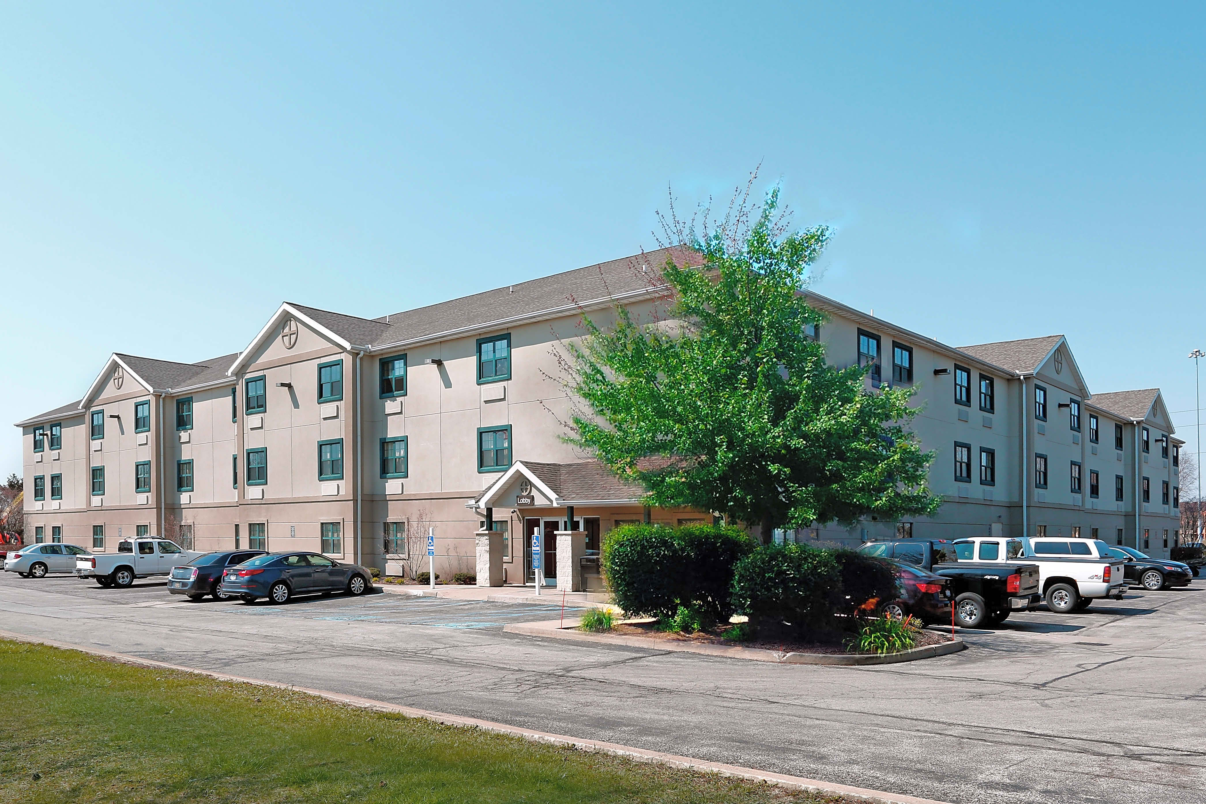 Apartments Near Stautzenberger College-Maumee Furnished Studio - Toledo - Holland for Stautzenberger College-Maumee Students in Maumee, OH