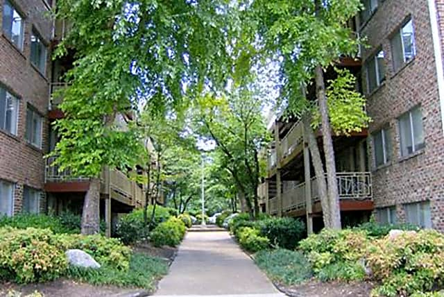Apartments Near UTK Highland Terrace Apartments for University of Tennessee: Knoxville Students in Knoxville, TN