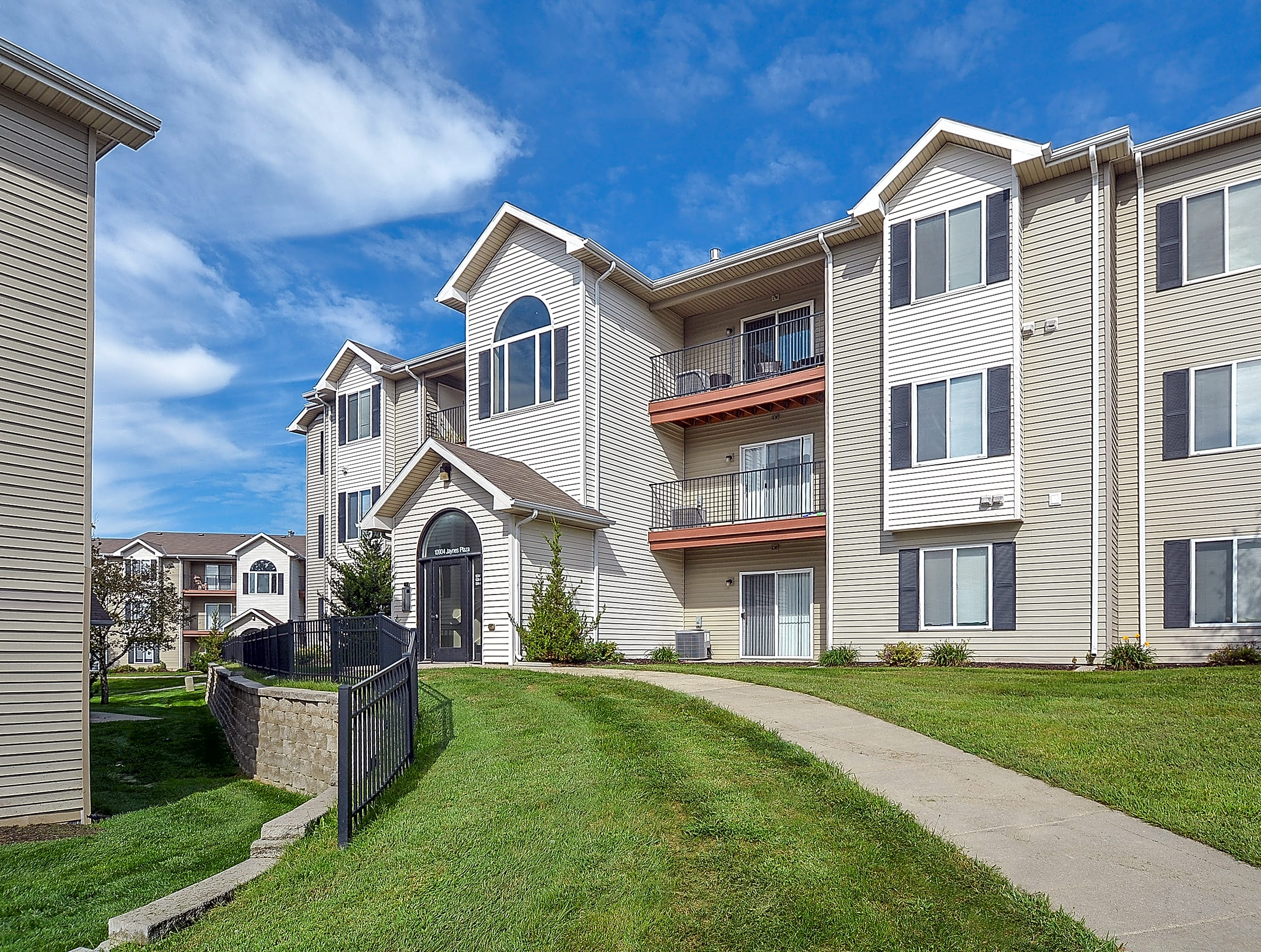 Park West Apartments - Omaha, NE 68164