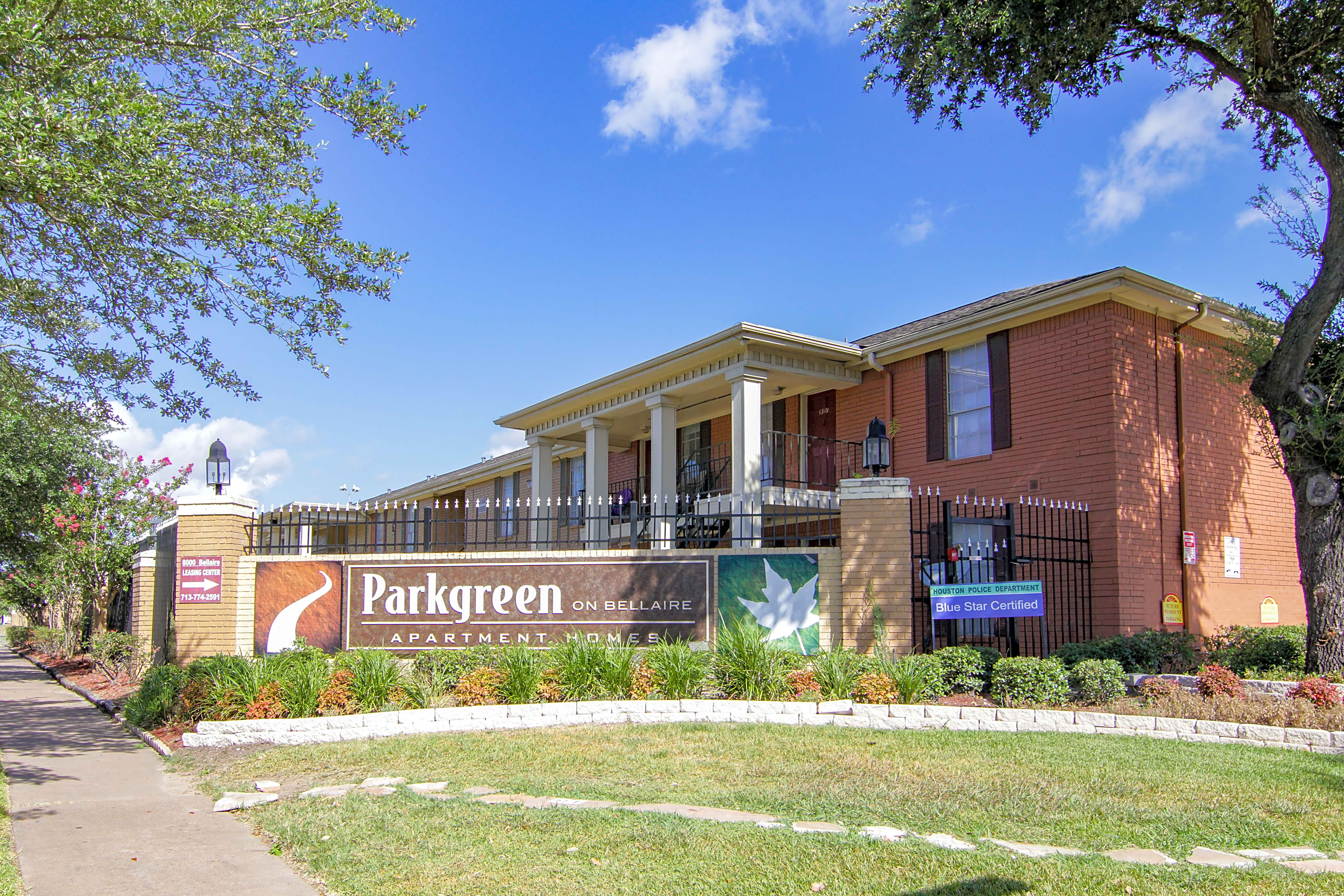 Apartments Near HBU Parkway & Parkgreen at Bellaire for Houston Baptist University Students in Houston, TX