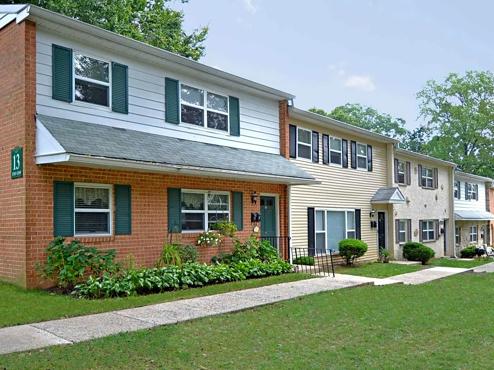 Rolling Glen Townhomes & Apartments