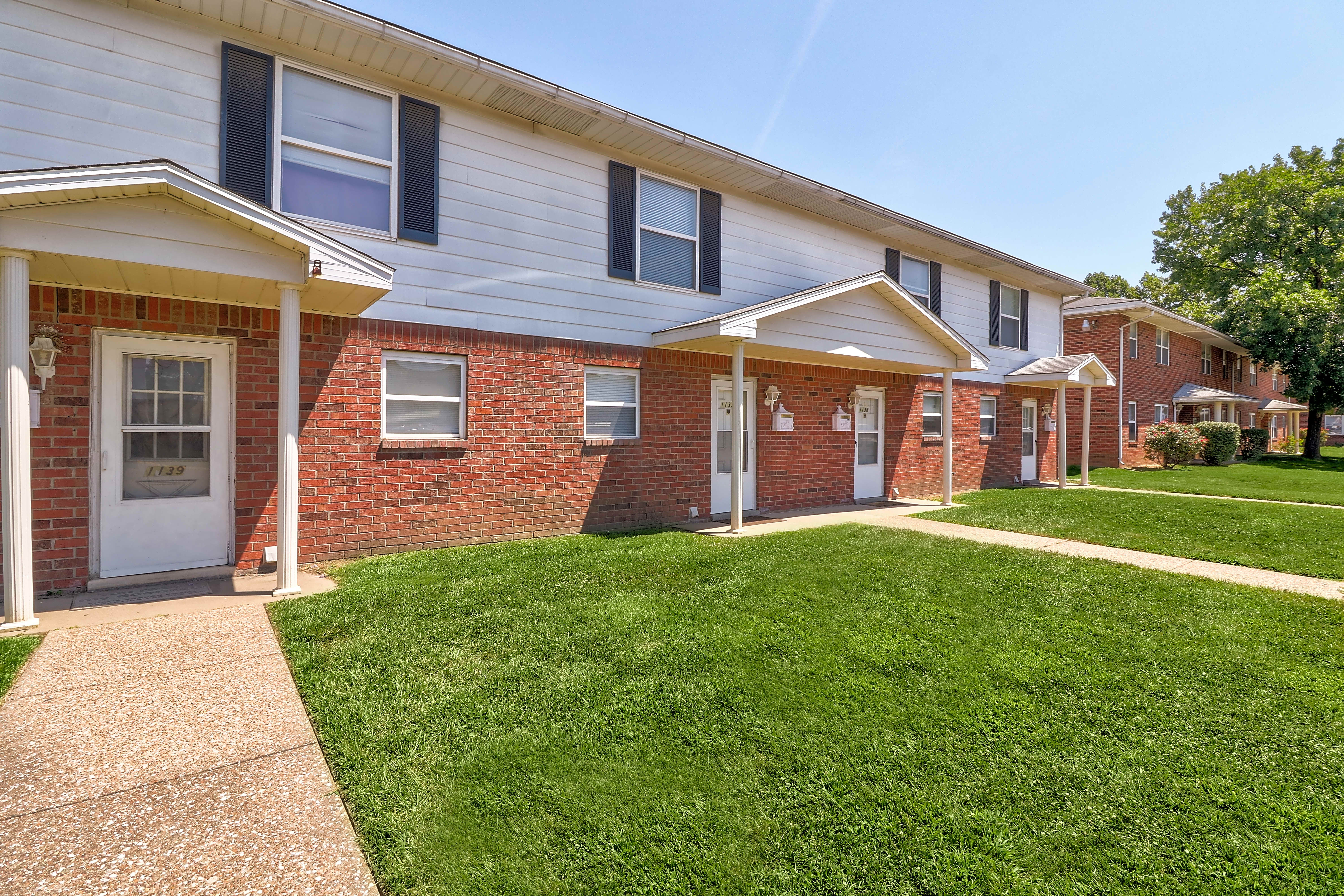 Apartments Near Ross Medical Education Center-Evansville Diamond Valley Apartment Homes for Ross Medical Education Center-Evansville Students in Evansville, IN