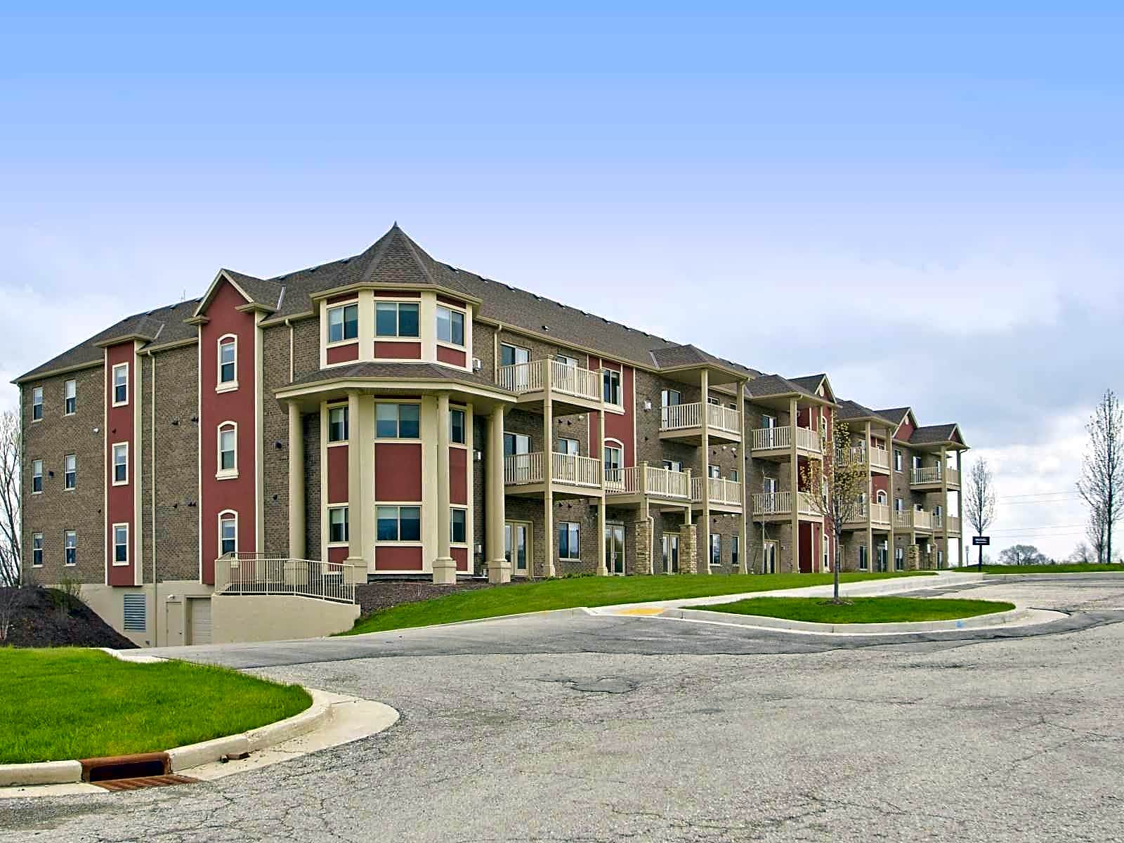 Apartments Near Milwaukee Career College Greenfield Highlands for Milwaukee Career College Students in Milwaukee, WI