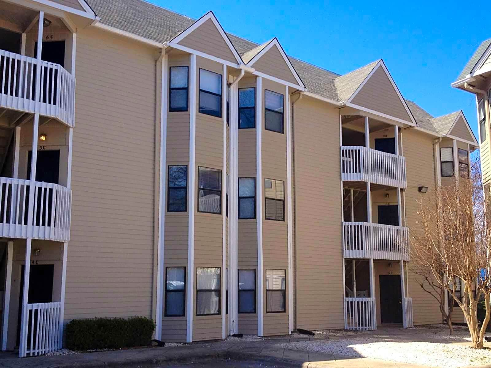 Uptown Court Apartments - Charlotte, NC 28202