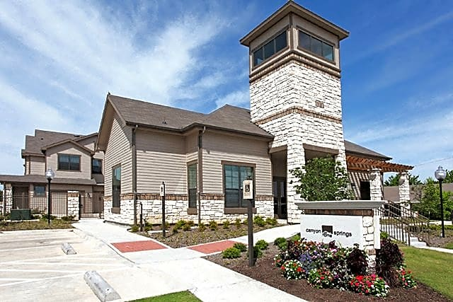 Apartments Near MCC Canyon Springs for McLennan Community College Students in Waco, TX