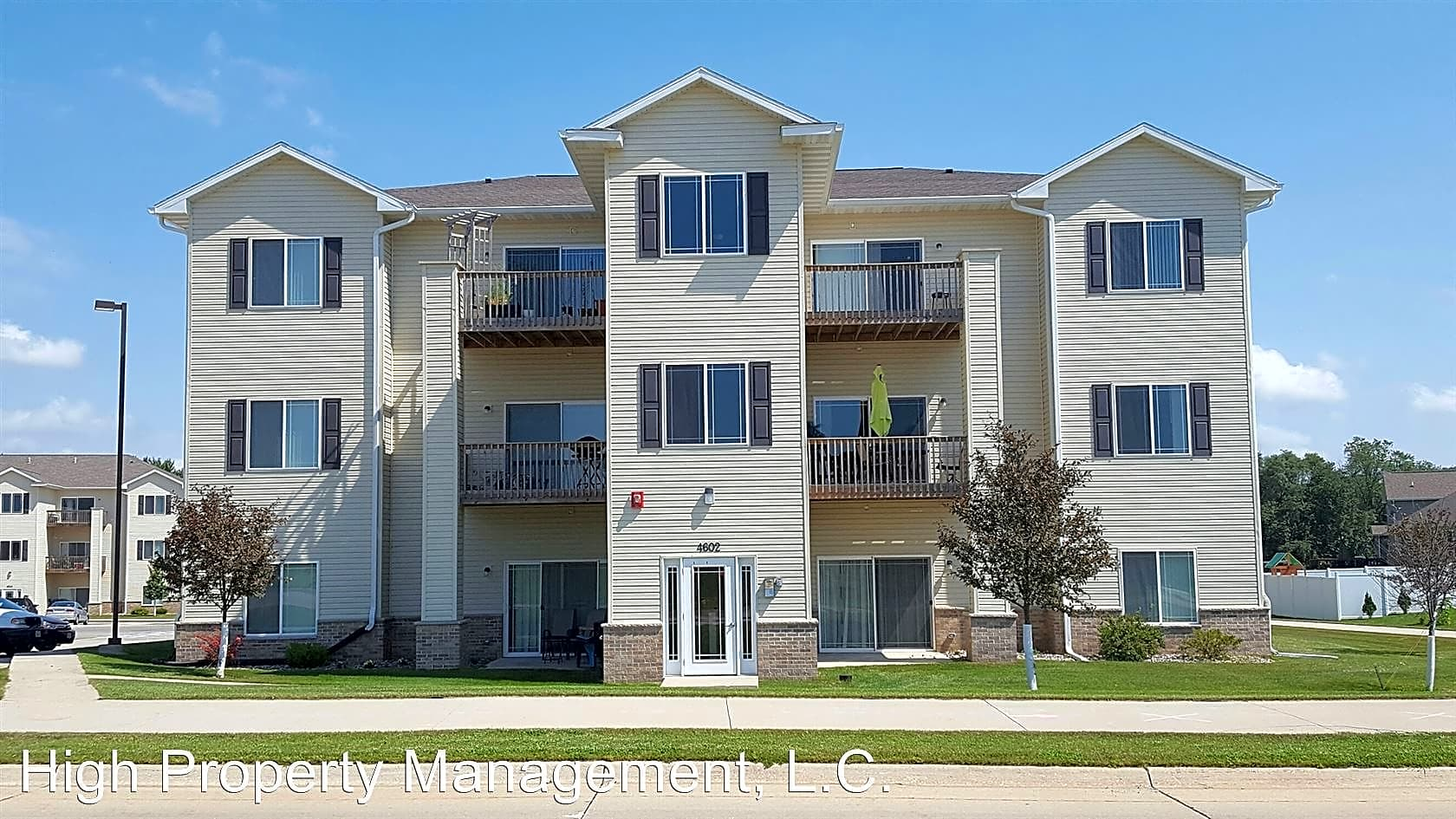 Apartments Near UNI Fountains at Greenhill for University of Northern Iowa Students in Cedar Falls, IA