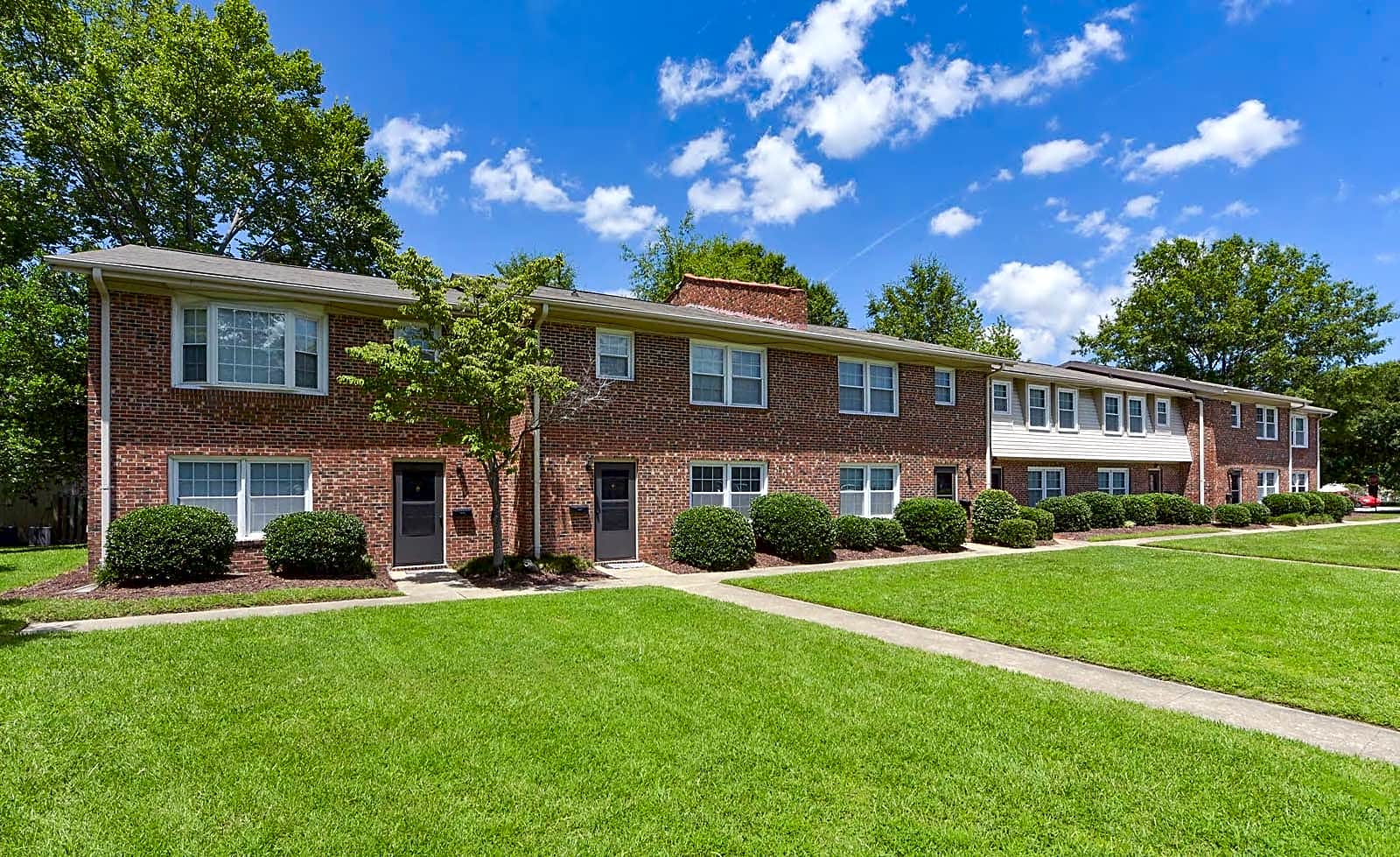 Apartments Near UNCW Forest Hills-NC for University of North Carolina-Wilmington Students in Wilmington, NC