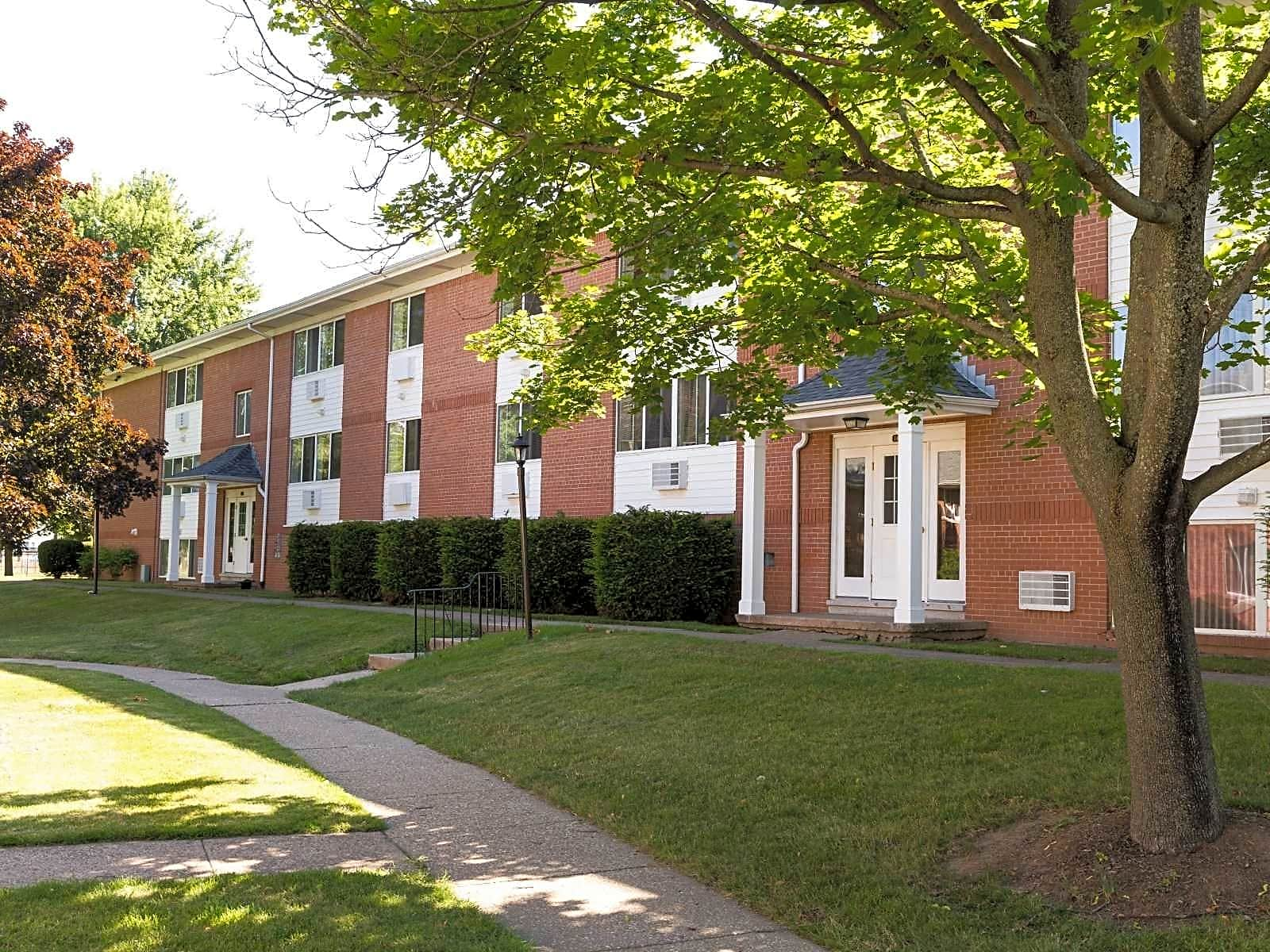 Apartments Near Fisher Clintwood Apartments for Saint John Fisher College Students in Rochester, NY