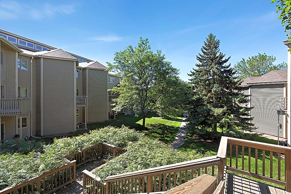 Apartments Near Macalester MacLaren Hill for Macalester College Students in Saint Paul, MN