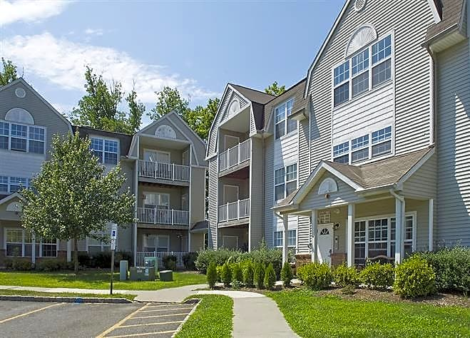 Apartments Near Centenary Canfield Mews for Centenary College Students in Hackettstown, NJ