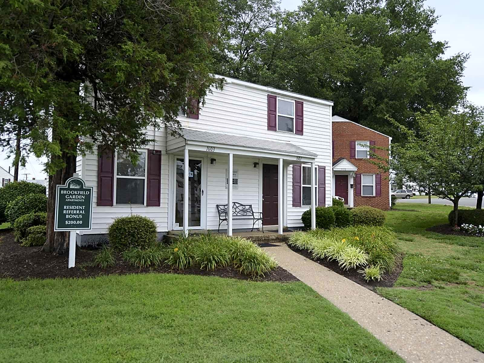 Apartments Near Willow Lawn