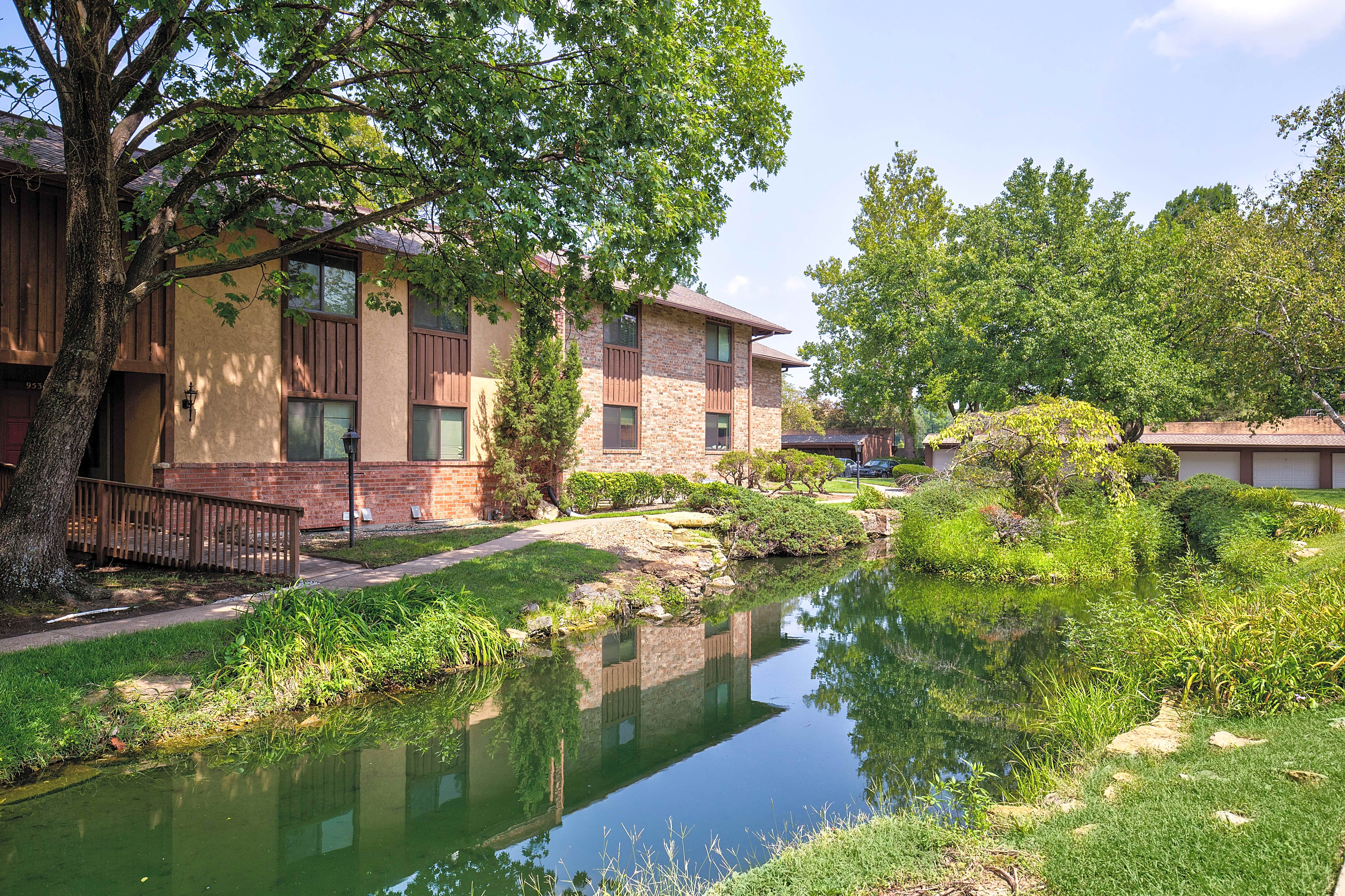 Apartments Near ITT Technical Institute-Kansas City Villa Medici for ITT Technical Institute-Kansas City Students in Kansas City, MO