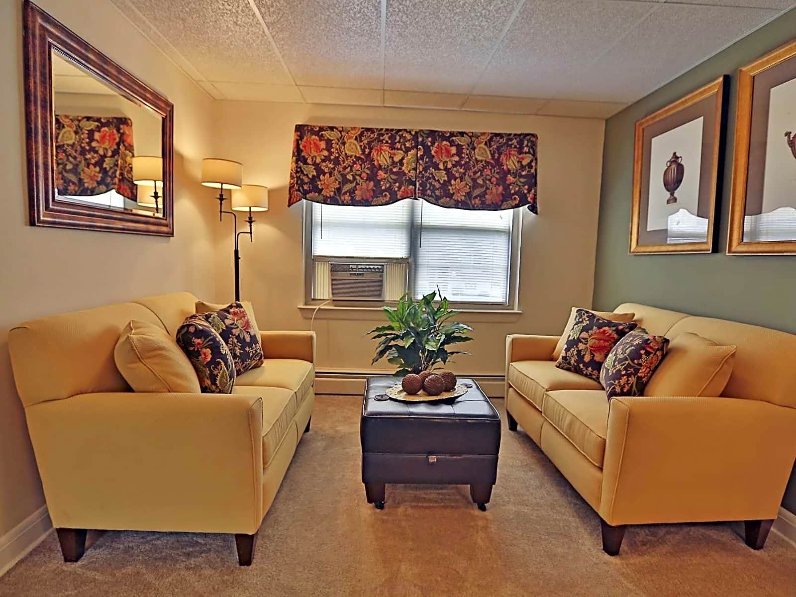 Apartments Near Towson University Loch Bend Apartments for Towson University Students in Towson, MD
