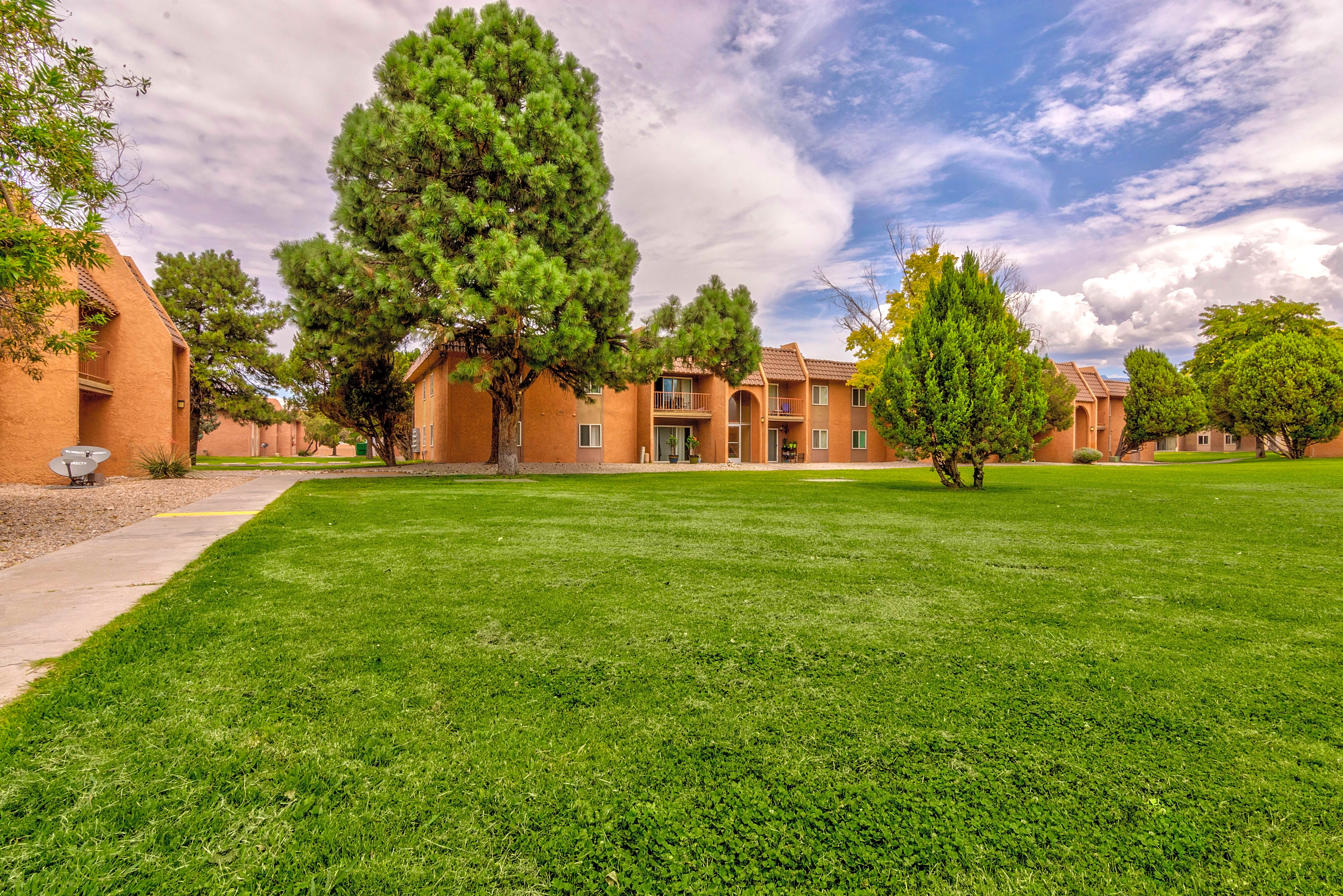 Apartments Near New Mexico Aztec Village for University of New Mexico Students in Albuquerque, NM