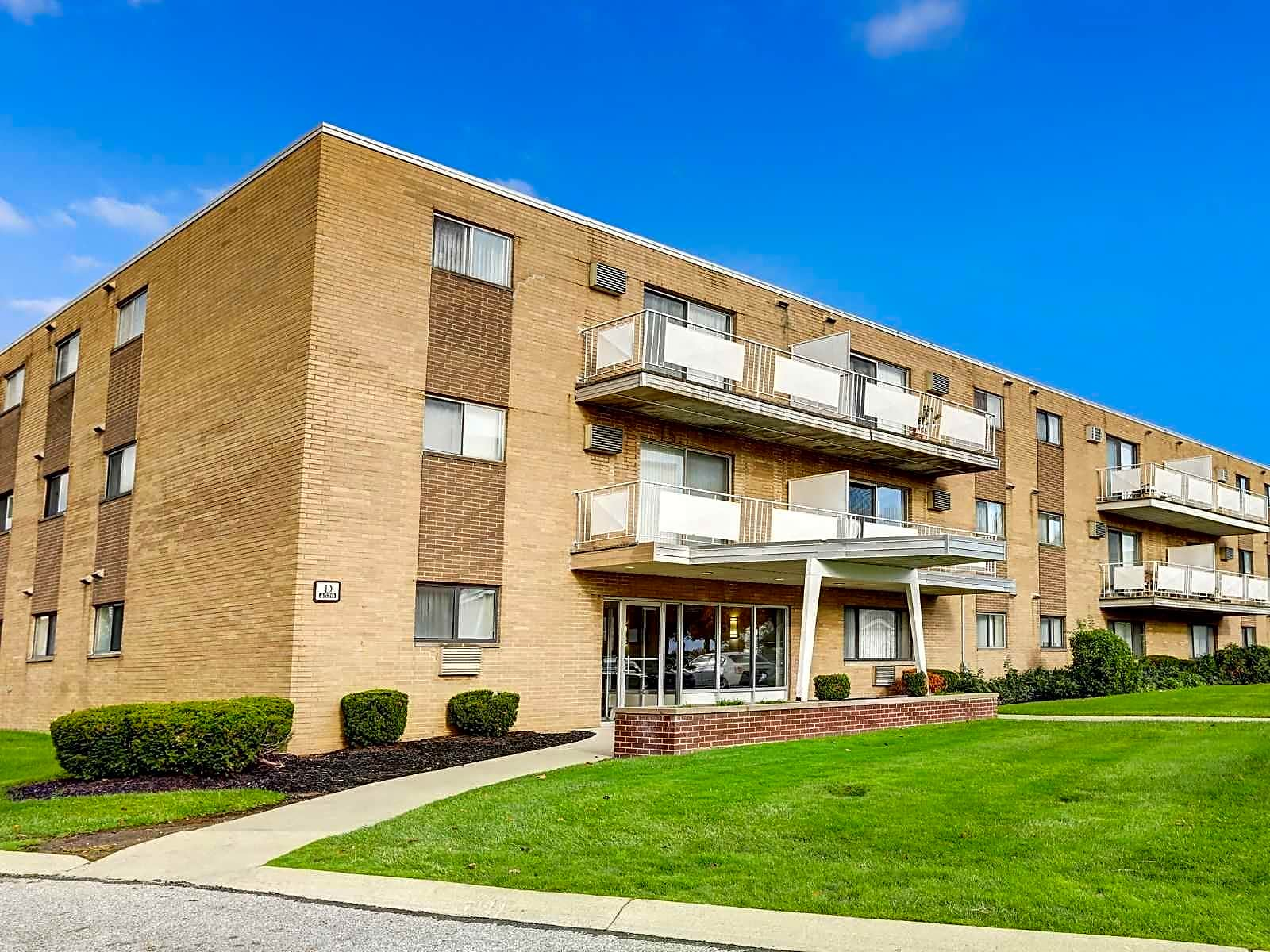 Shaker Lakes Apartments