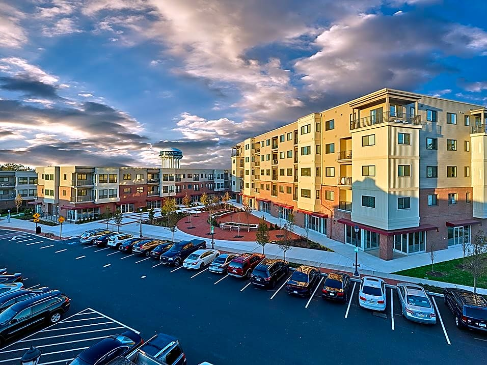 Apartments Near DelVal Madison Lansdale Station for Delaware Valley College Students in Doylestown, PA