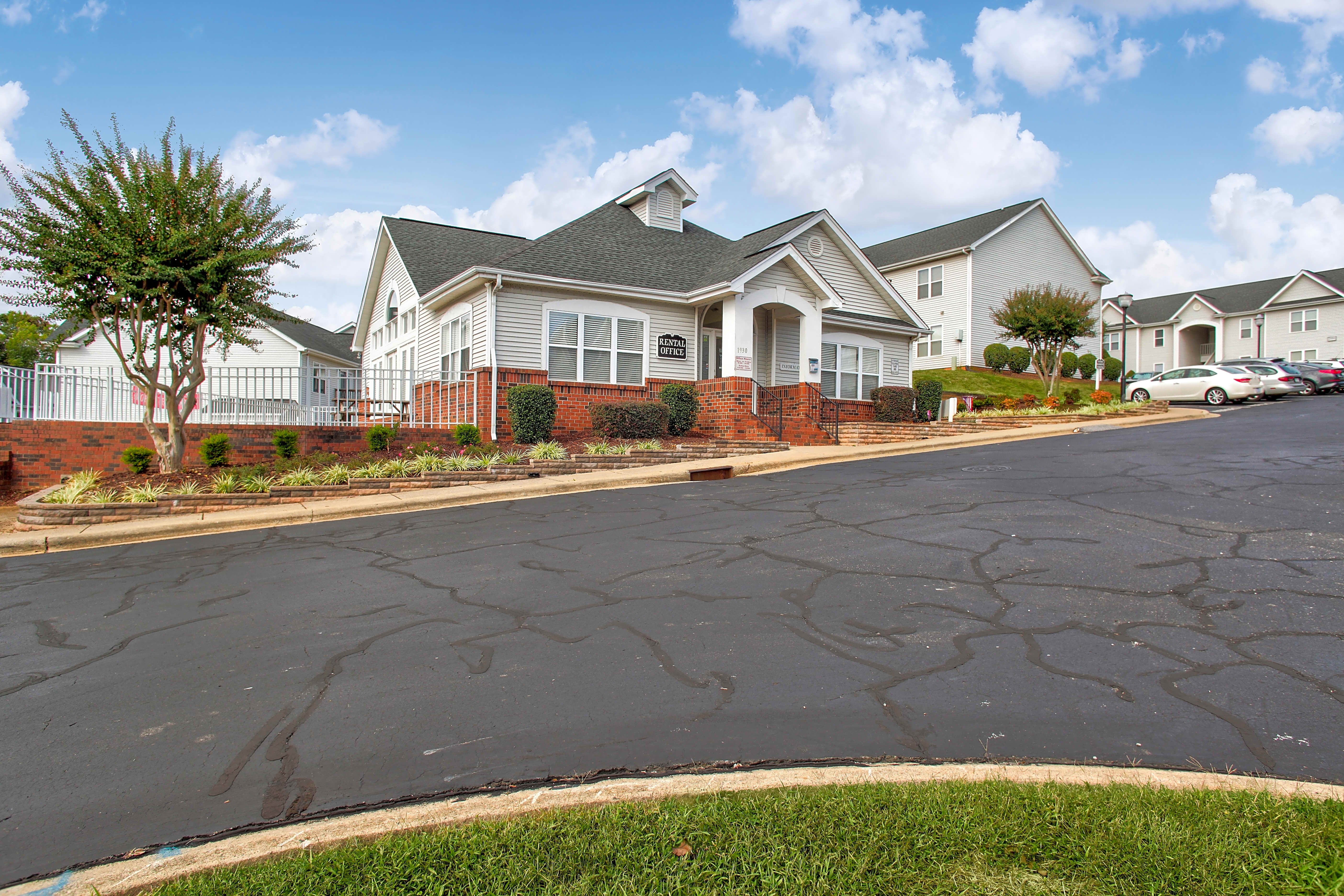 Apartments Near Belmont Abbey Hudson Woods for Belmont Abbey College Students in Belmont, NC