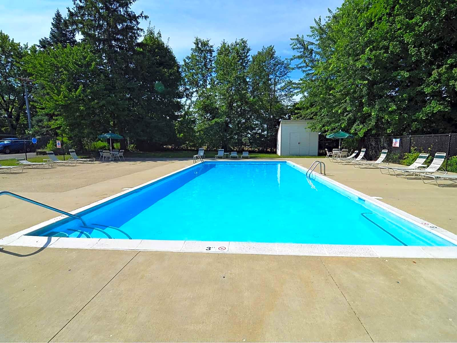 Apartments Near Kent State Tallmadge Oaks for Kent State University Students in Kent, OH