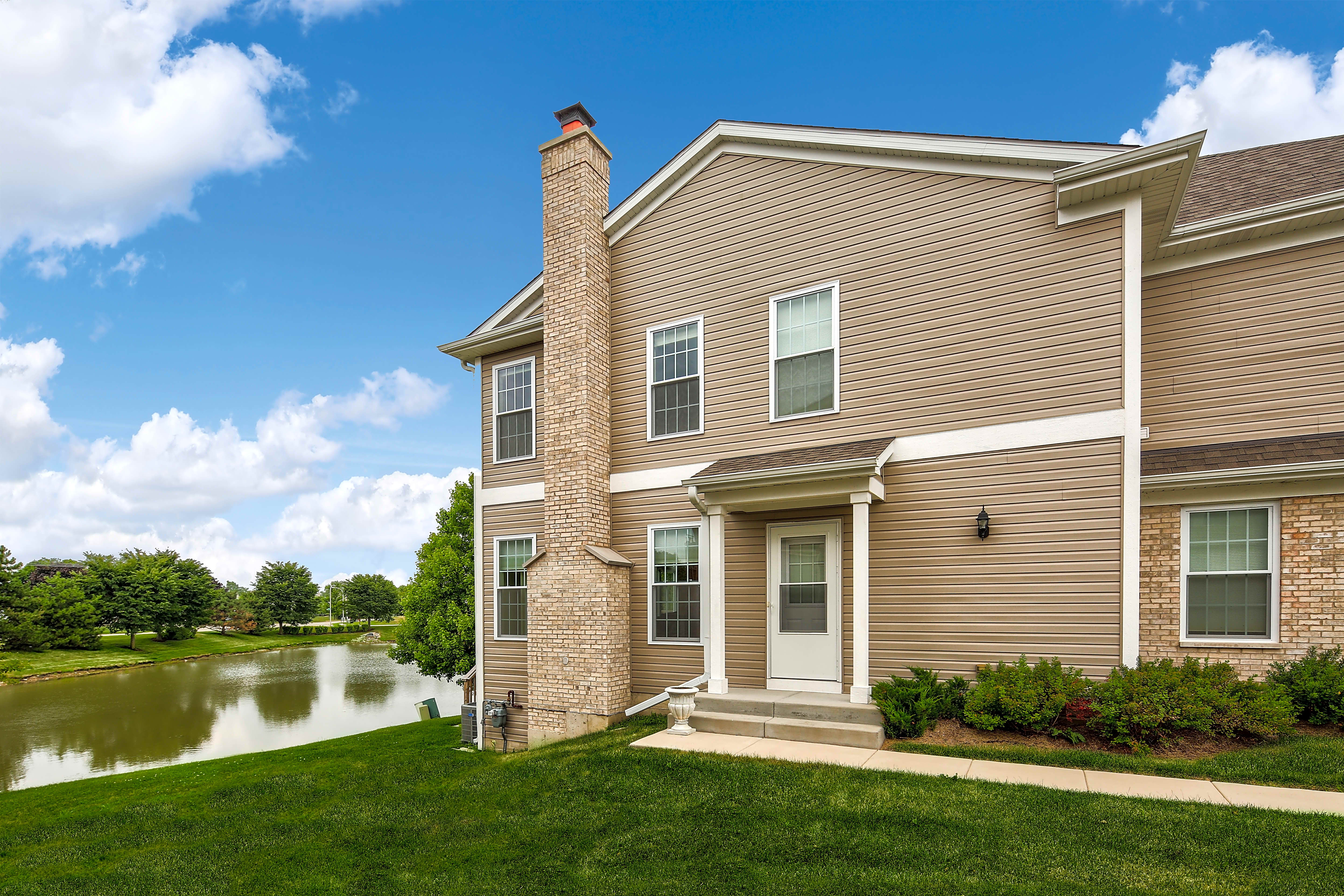 Apartments Near AIU Online Princeton West Townhomes for American Intercontinental University Online Students in Hoffman Estates, IL