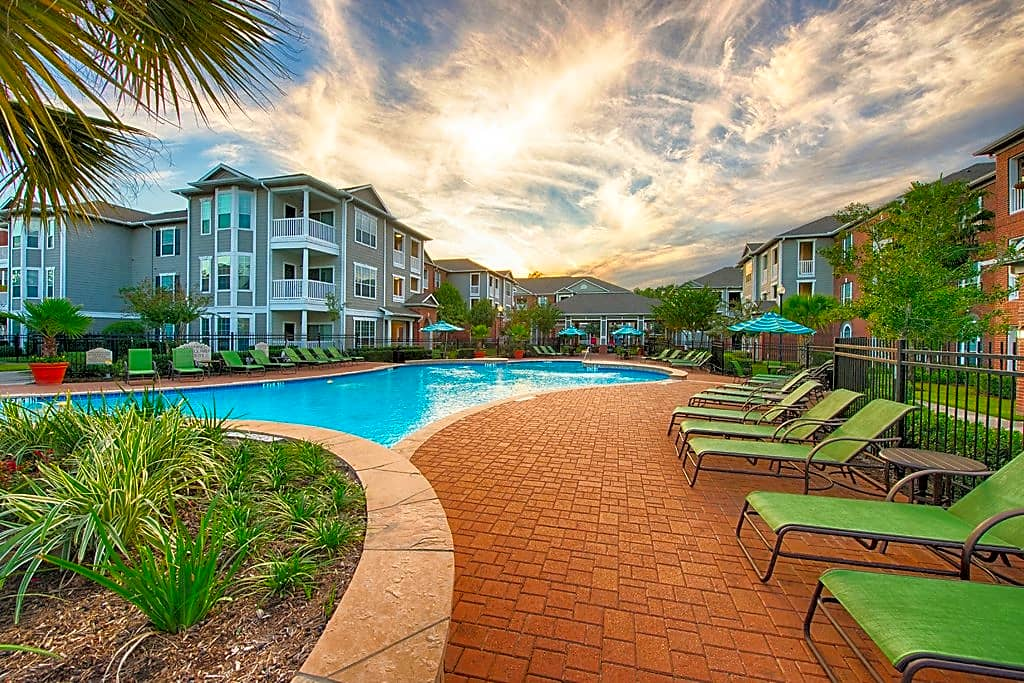Beautiful Community with Two Swimming Pools