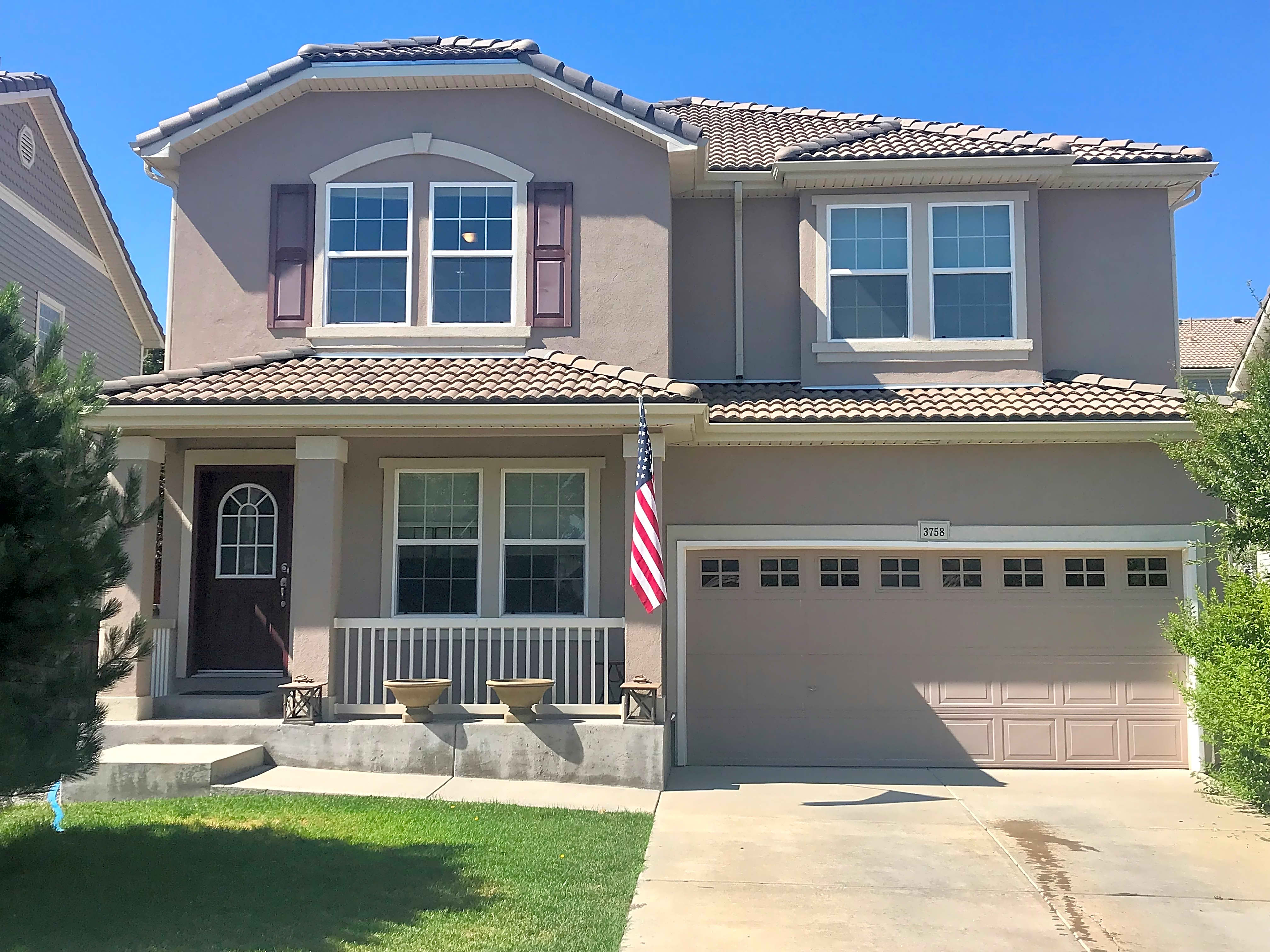 Beautiful large stucco home in desirable area