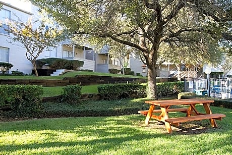Fox Run Apartments for rent in Tyler