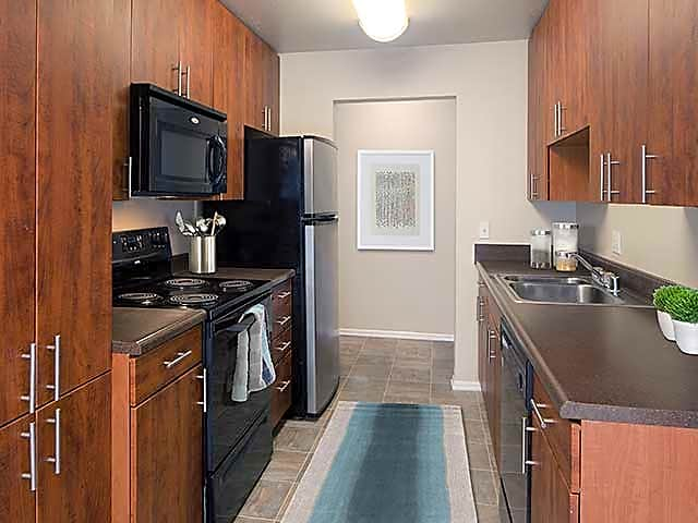 Lake Forest 1 Bedroom Apartments | College Student Apartments