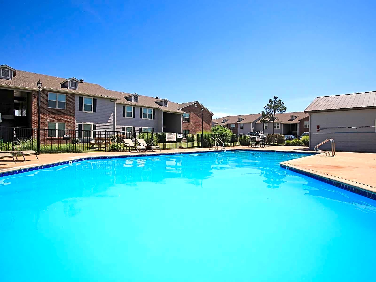 Apartments Near OCCC Country Creek for Oklahoma City Community College Students in Oklahoma City, OK