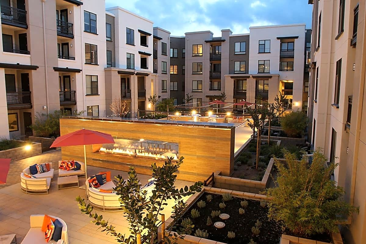 Apartments Near Foothill Oakwood Residence Mountain View for Foothill College Students in Los Altos Hills, CA