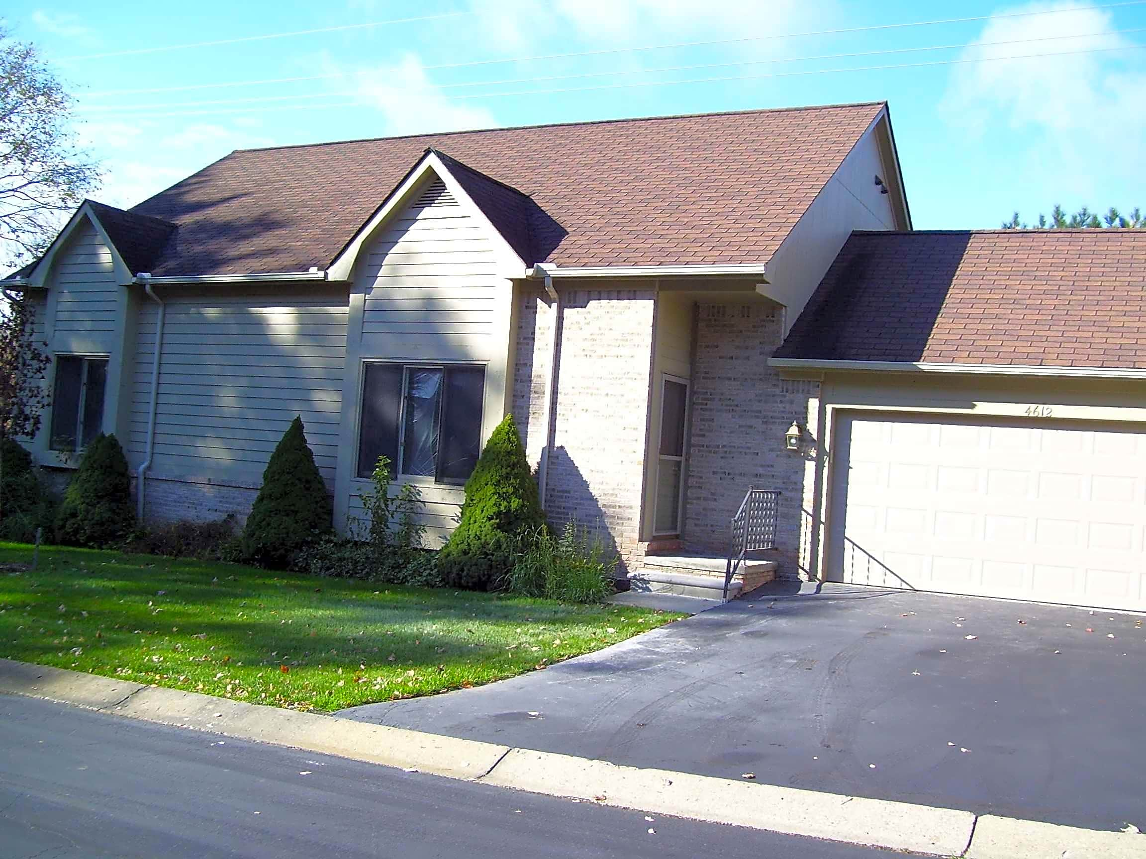Condo for Rent in Commerce Township