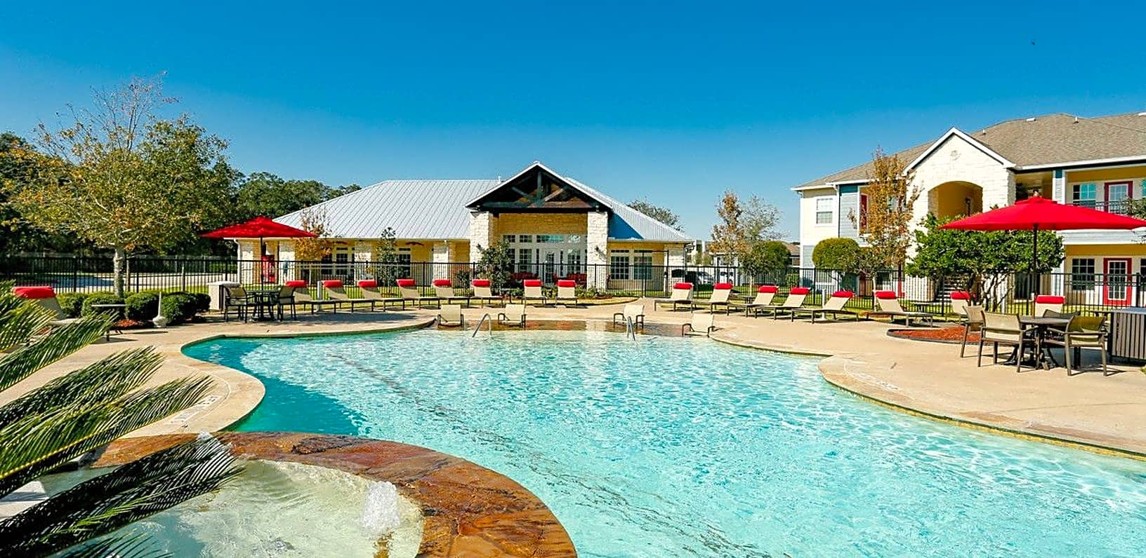 Apartments Near BC The Residence at Lake Jackson for Brazosport College Students in Lake Jackson, TX